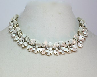 Vintage 50s Flower Choker Necklace Iridescent White Plastic Flowers w Rhinestones