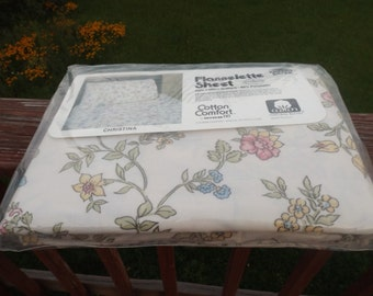 """Sale 81""""x96 double(full ) flat sheet:New old stock,flannelette ,60% cotton, floral.Original pack. Dorm.Home decor.Vintage new.Gift"""