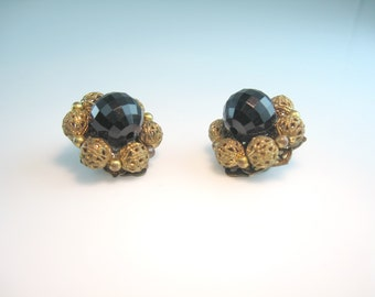 Flower Earrings. Black Earrings. Lisner Jet Lucite Bead & Gold Filigree. Cluster Clip Ons. Vintage 1960s Hollywood Regency Style Jewelry