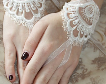 Lace Bridal Gloves, Fingerless Lace Gloves, Bridal Gloves, Lace and Pearl Gloves, Romantic Bridal Gloves, Lace Gloves