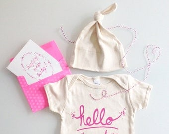 Hello I'm New Here Baby Gift Set, baby girl present, girl baby shower, modern baby (pink) by egg-a-go-go