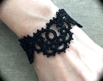 Tatted Lace Bracelet - Scallop