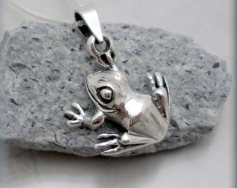 Frog Necklace Sterling Silver Pendant Amphibian Good Luck Jewelry (SN770)