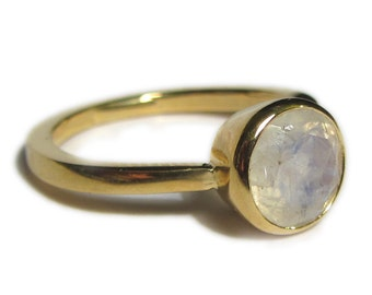 Moonstone ring - large faceted rainbow moonstone set in 18K yellow gold - cocktail ring - alternative engagement ring - big gold ring