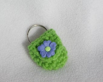 Crochet keychain Coin Cozy, coin holder, coin pouch, mini purse, coin purse, ring holder  - Green with Purple Flower