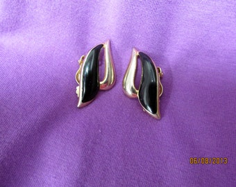 Vintage Onyx/Gold earrings - clip on- 1940s