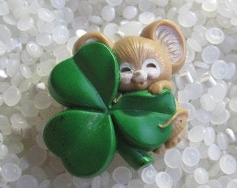Vintage 1983 Irish ST. Patrick's Day Hallmark tan mouse With Shamrock Holiday Lapel Pin