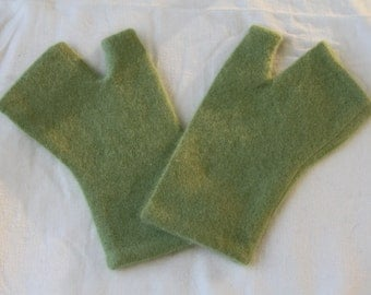 Green Upcycled Cashmere Fingerless Gloves