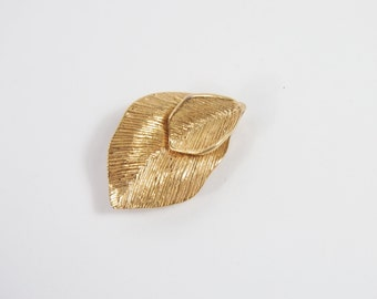 Amway Gold Tone Leaf Pendant Brooch 70s Vintage Jewelry