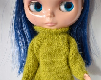 Pullover for Blythe in green alpaca.