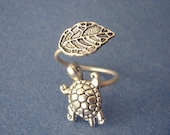 Silver turtle ring with a leaf, adjustable ring, animal ring, silver ring, statement ring