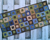 Quilted Table Runner - Cedar Box - Leaves (UNTRL)