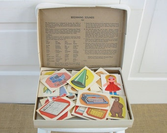 Vintage Flash Cards Teaching Aid Home School Word Pictures Flannel Board Child Beginning Sounds Milton Bradley