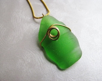 Beach Glass Jewelry - Kelly Green - Bottle Top - Sea Glass Pendant - Sea Glass Necklace