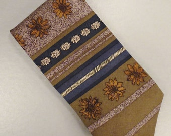 Designer  Neck TIE Silk GEOFFREY BEENE 59 in long 4 in wide