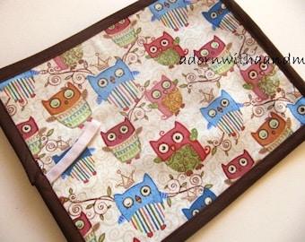 Chalkimamy Brown sleepy owls TRAVEL chalkboard mat/placemat (a)