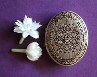 Chiaroscuro, rich with jasmine, amber and patchouli - An intoxicating Natural Solid Perfume in a Mini Compact Locket - A sensuous adventure.