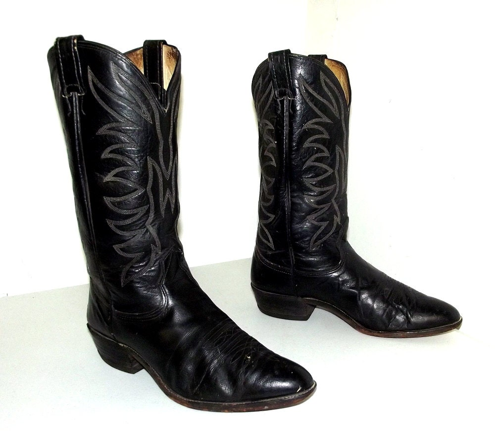 nicely broken in nocona brand cowboy boots size 9 5 d or