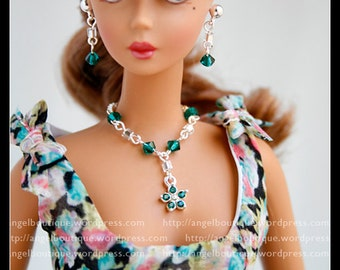 Beautiful Y Necklace with Green Swarovski Crystal and Crystal Flower shaped Pendant.