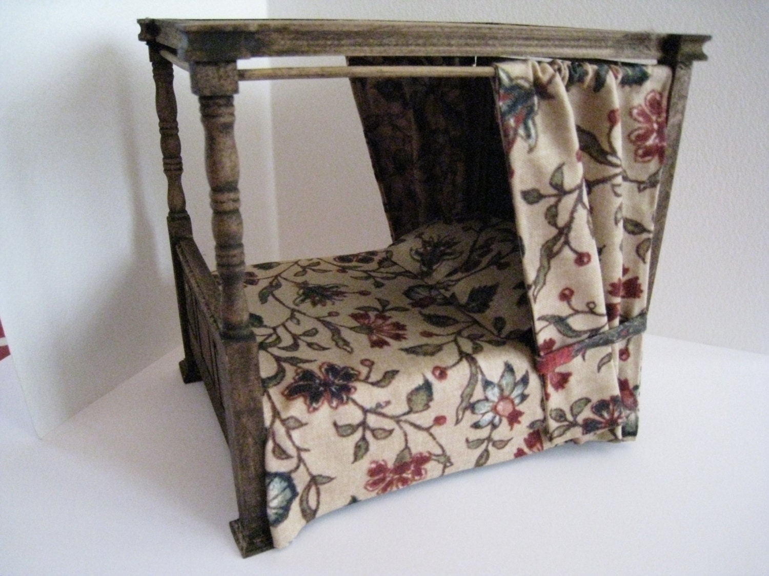 5 Reasons Gothic Canopy Bed Is A Waste Of Time
