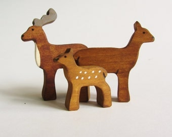 Deer family Set- Wooden reindeer toy figures- Natural waldorf