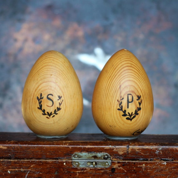 Salt pepper shakers set wood wooden grain oval egg shaped - Egg shaped salt and pepper shakers ...