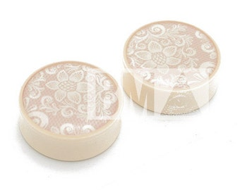 "11/16"" (18mm) Ivory Lace BMA Plugs Pair"