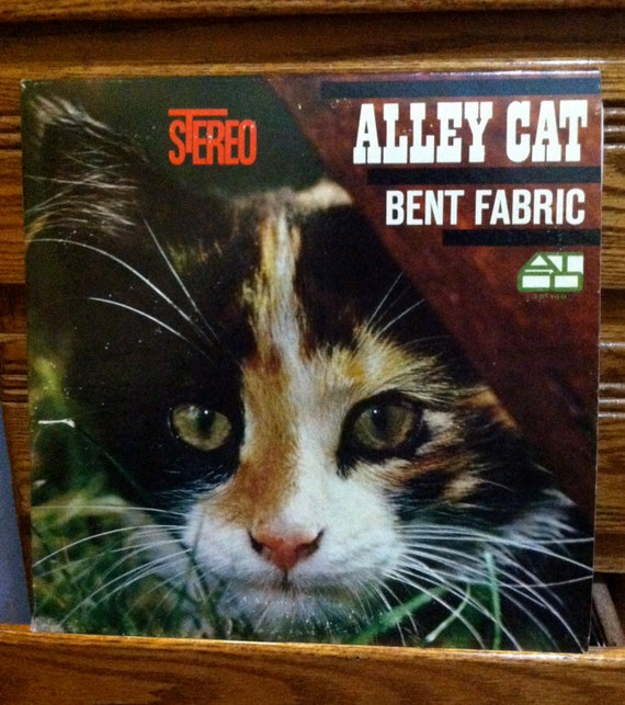 Alley Cat Bent Fabric & His Piano Vintage by EclecticRetroLand