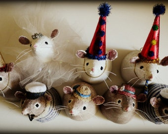 Party mouse mini trophy head soft sculpture