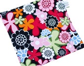 Quilted Potholder -- Square Pot Holder -- Hanging Hot Pad -- Fabric Trivet -- Cotton Hotpad -- Mod Floral --  READY TO SHIP