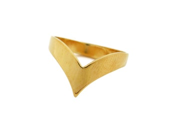 Chevron vintage ring plated in gold or silver