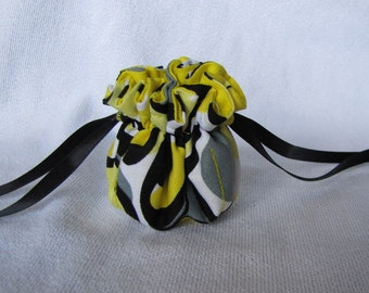 Jewelry Bag - Mini Size - Drawstring Fabric Tote - Jewelry Pouch - BUMBLE BEE BUZZLE