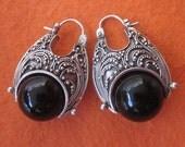 Balinese granulation art technique Silver Sterling hoop Earrings black onyx sphere / silver 925 / Bali handmade jewelry / 1.1 inch