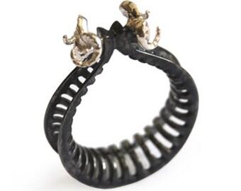 Battering-ram Ring