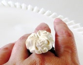 Three Roses Vintage Bone White Floral Button and Wire Ring Size 6