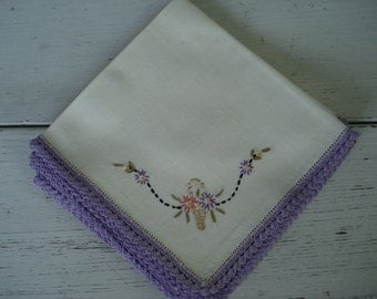 Vintage Set of 4 Hand Embroidered Crochet Edge Napkins Romantic Dinner Picnic