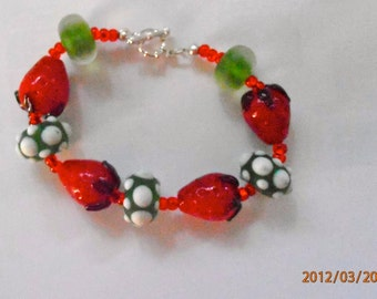 Adorable strawberry glass bead bracelet. Approx. size 6.5.