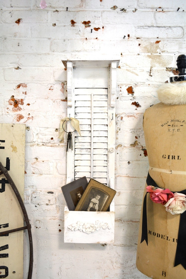 Painted cottage chic shabby farmhouse mail and key holder hd for Shabby chic farmhouse