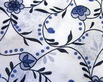 Delft Blue cotton fabric - Dutch blue flower print - Fat Quarter