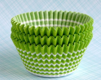 SALE: Circle Cupcake Liners / Cupcake Papers - Lime Green (45)