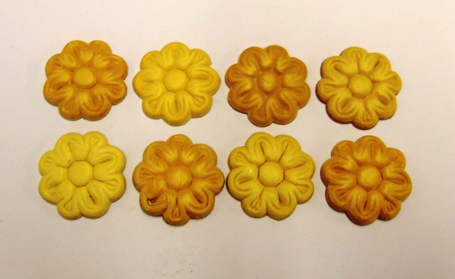 8 Wood Appliques lays Daisy Flower Embossed Furniture Trim