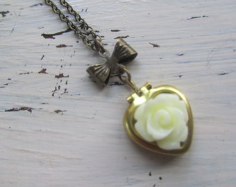 Heart Locket Necklace,Vintage Locket,Cream Rose,Flower Necklace,Bridesmaids Gifts,Gift for Women,Gold Locket,Flower Locket,Vintage Locket