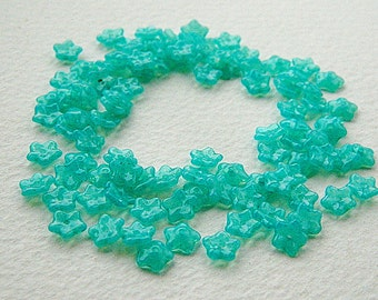 7mm Chrysoprase Flower Beads, Czech Glass Daisy Beads, Chrysoprase Opal (50pcs) NEW