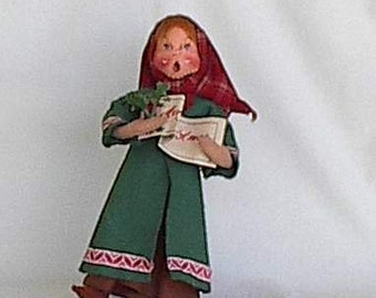 Annalee mobility doll young woman caroler   Merry Christmas