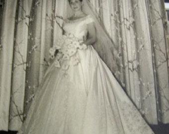 8 x 10 Bride image. Professional photo.