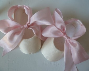 Baby Girl Shoes . Infant Ballet Flats . Baby Ballerina . Ivory and Pink Silk Christening Slippers . Baptism