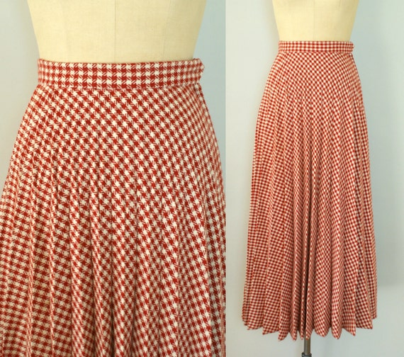 1970s Vintage Skirt - Red Houndstooth Pleated Maxi Skirt - Nose in a Book
