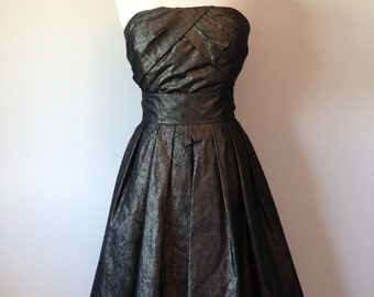 Gorgeous Two Piece ALFRED SUNG Cocktail Party Evening Outfit In A Metallic Gold Black Color