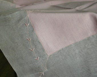 Vintage Marghab Trailing Vine Pink Tablecloth 6 Napkins in Original Box