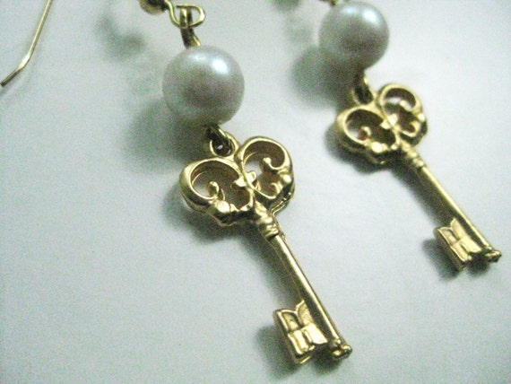 ANTIQUE Skeleton KEY EARRINGS - Matte Gold Tone Earrings - Pearl and Gold Earrings - Faux Pearl and Gold Tone - By FerryCreekVintage
